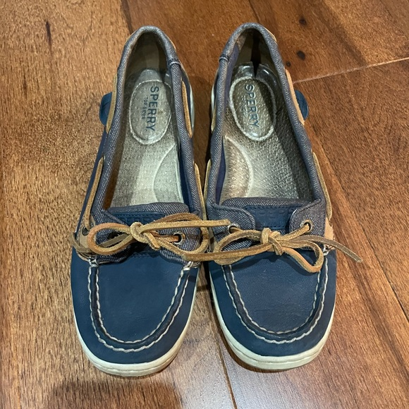 Sperry boat shoes size 6.